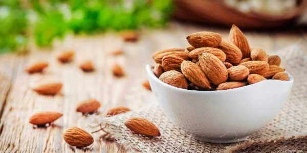 8. Amêndoas: Os grãos também estão entre os alimentos ricos em cálcio.