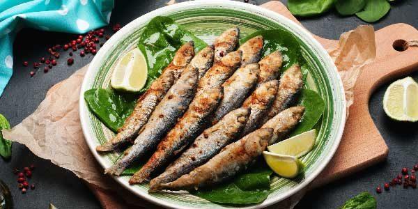 5. Sardinha: Rica em Ômega 3, a sardinha também se mostra uma excelente fonte de cálcio.